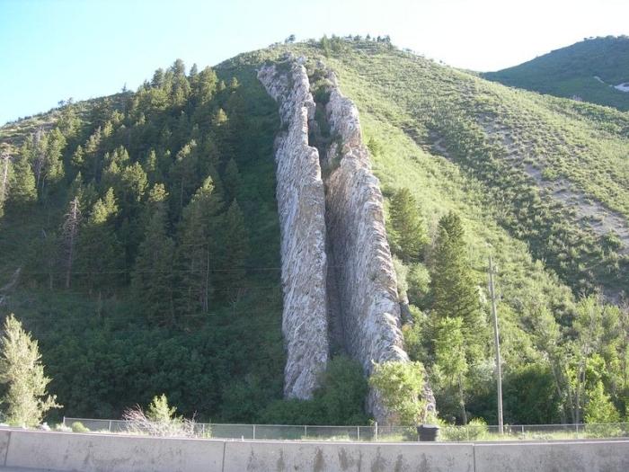 Спуск Дьявола - необычная гора в США