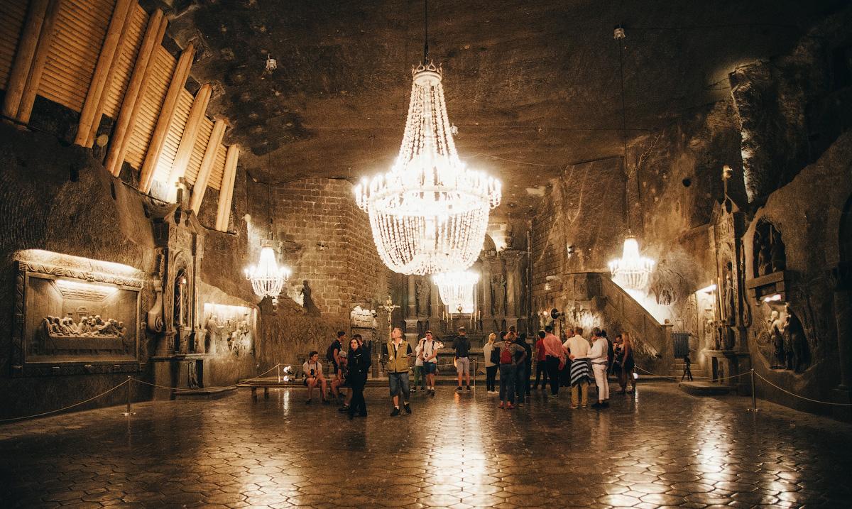Подземный зал в соляных шахтах Велички, Польша.