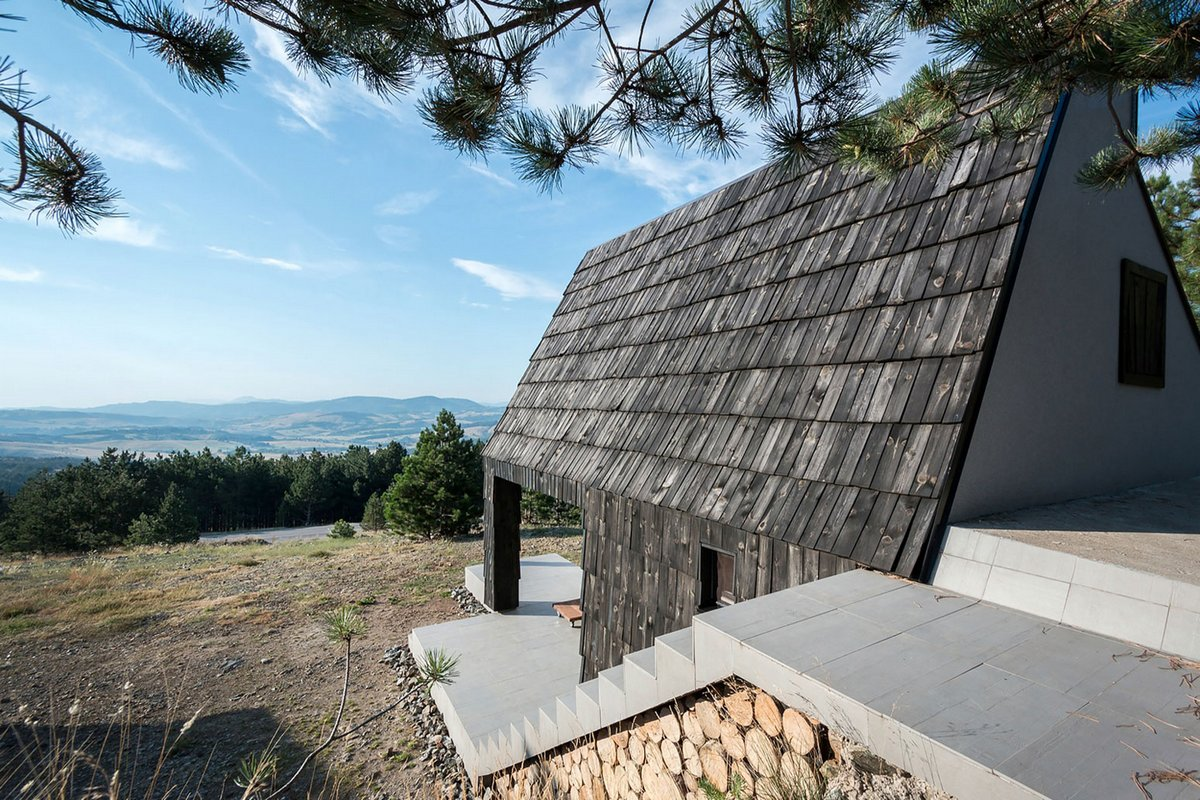 Divcibare Mountain Home, EXE studio, частный дом в Сербии, планировка частного дома, деревянная крыша частного дома, небольшой частный дом в Сербии