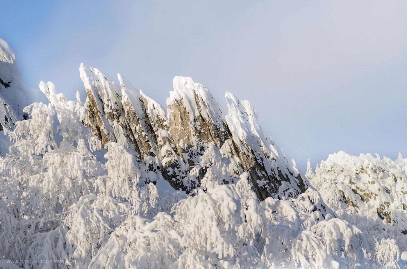 Фотография 6. Скалы «Перья» на вершине Двуглавой сопки. Отчет о походе выходного дня по Таганаю в декабре. 1/4000, 2.5, 200, 50.