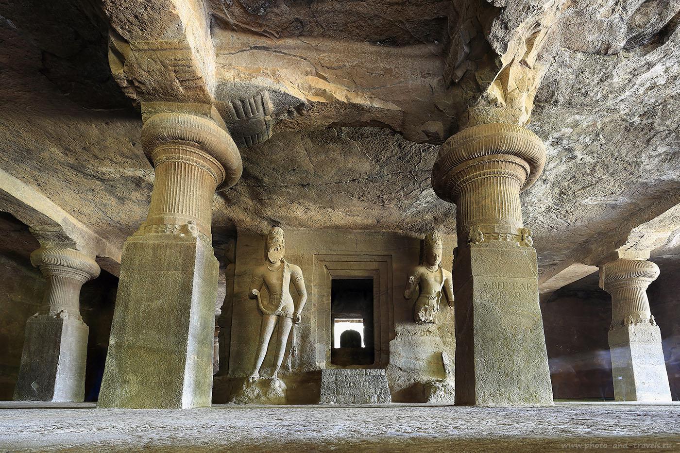 Фотография 9. Алтарь с Шивалингамом в главной пещере Элефанты. Рассказы про самостоятельный отдых в Индии. (17-40, 13 сек., 1eV, f9, 17 mm, ISO 100)