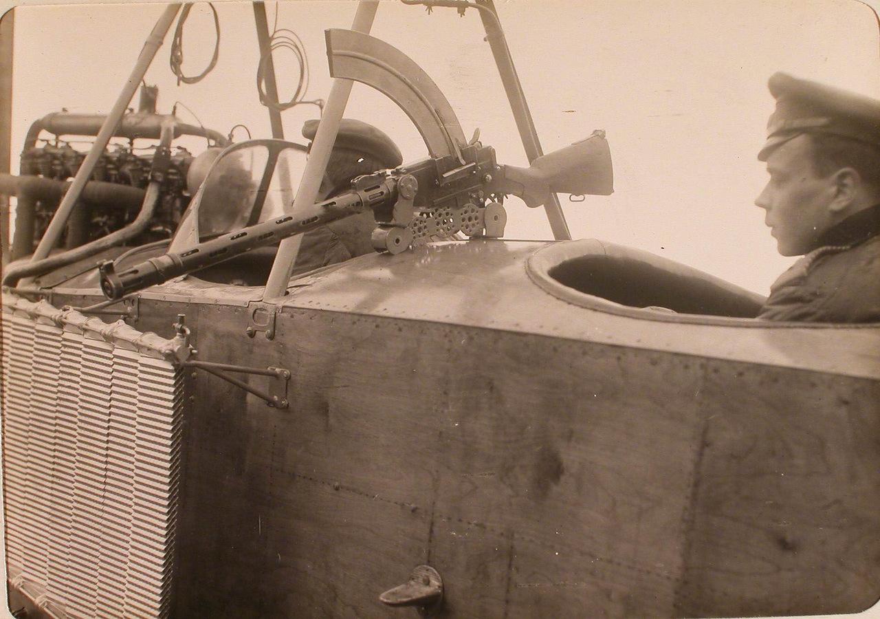 Ружьё-пулемёт Мадсена, укреплённое на биплане при помощи оригинальной турели.jpg