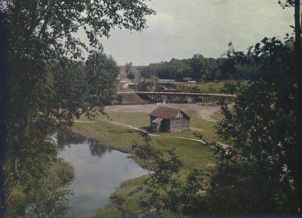 1908-1915 Яуза. У моста на Осташковской дороге. С.В.Челноков.jpg