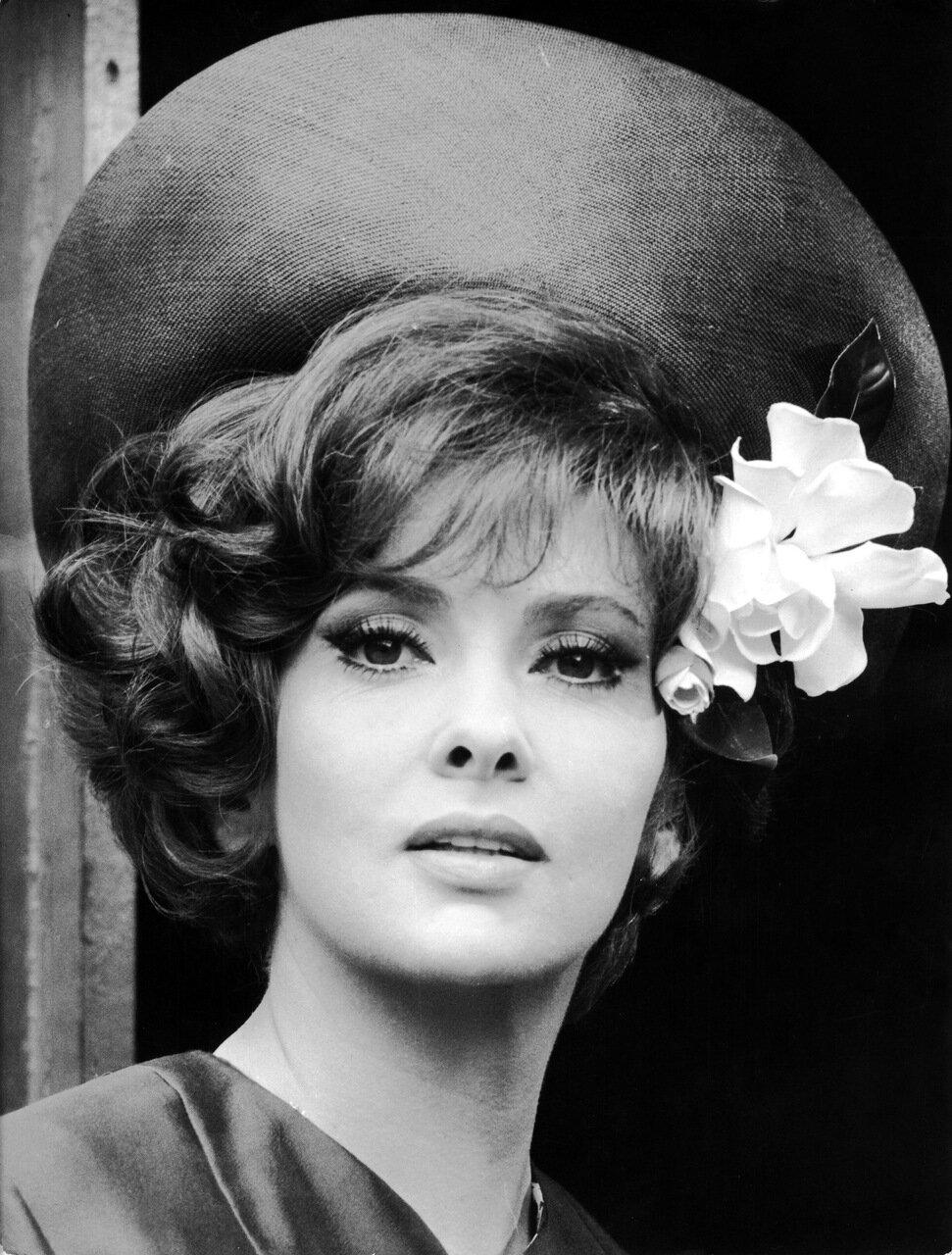 Gina LOLLOBRIGIDA Portrait mit Hut, 1966