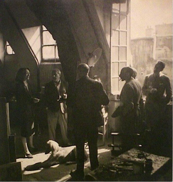 1944. У окна мастерской Пикассо на улице Великих Августинцев