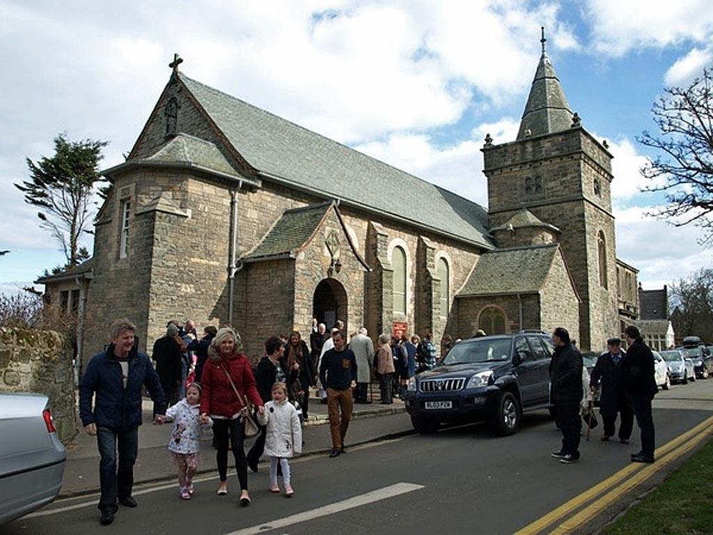 Рыбацкий посёлок Питтенуим. Шотландия, Католическая Церковь и приход Иисуса Христа, Царя Небесного