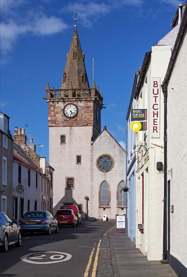 Мясная лавка и городские часы. Питтенуим. Шотландия Маяк.Axel Martin
