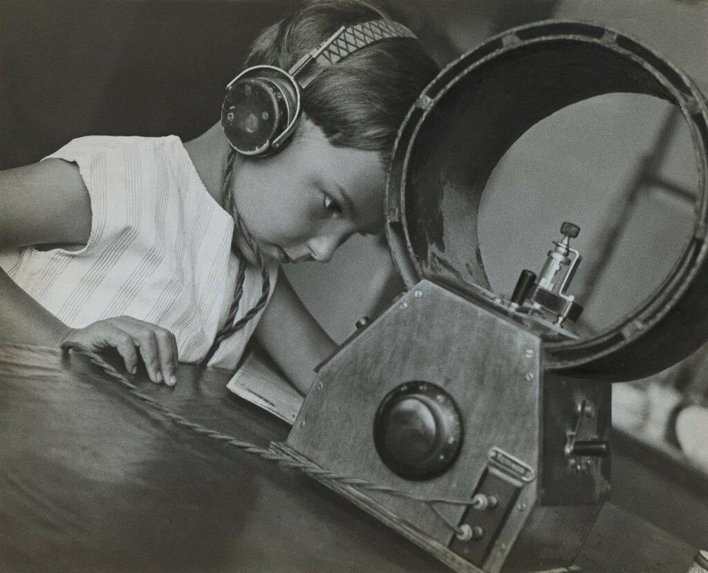 Alexander Rodchenko, 1929, Radio listener.jpg