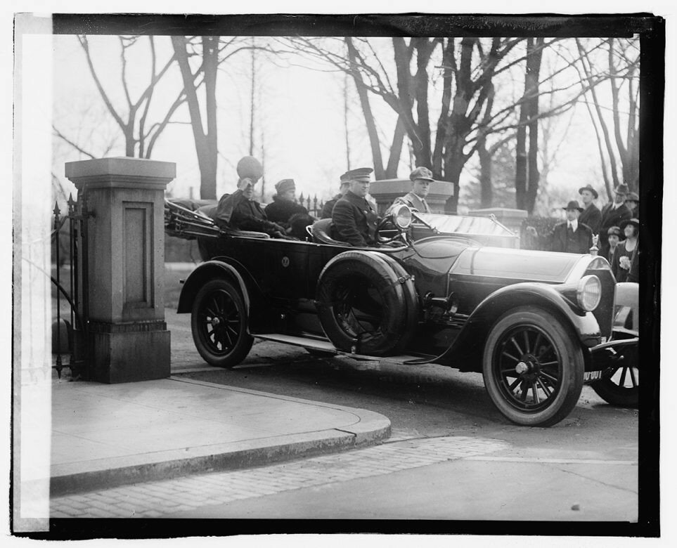 1920 President and Mrs. Wilson go for a drive in Washington, D.C..jpg