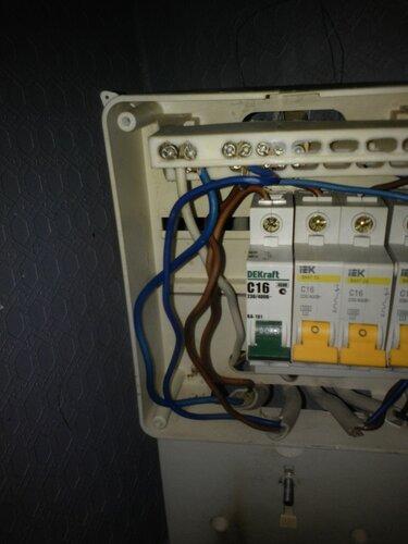 Вызов электрика аварийной службы в частный дом: сгорел электросчётчик и оплавились провода петли учёта