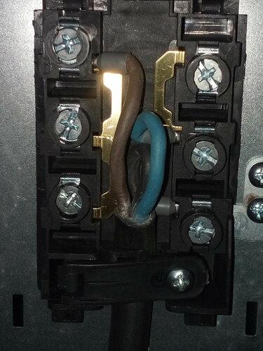 Подключение электроплиты Gorenje в квартире с использованием нового шнура и вилки от старой плиты
