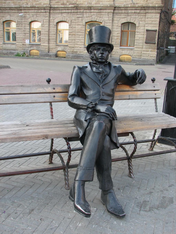 Памятник Онегину наКировке (22.03.2013)