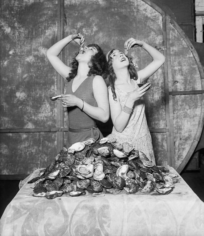 3. 1920 год. Лоис и Рут Уодделл съели в общей сложности 204 устрицы.