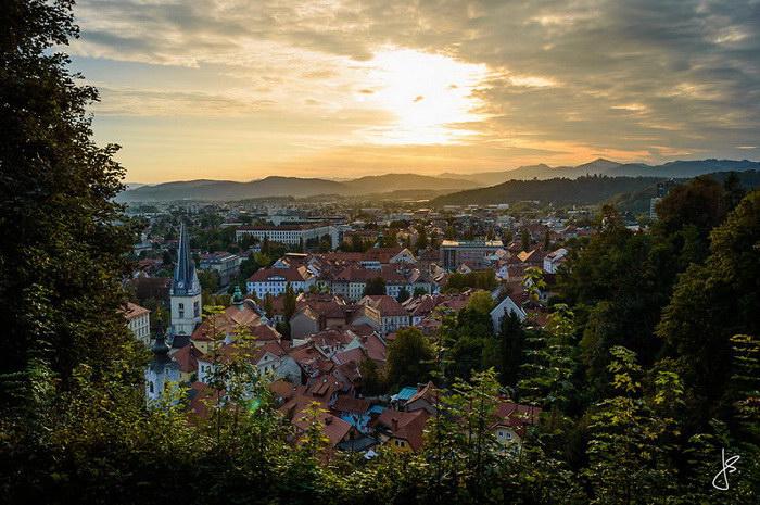 Почему-то многие туристы обходят Словению стороной. А эта страна имеет массу достоинств: огромное ко