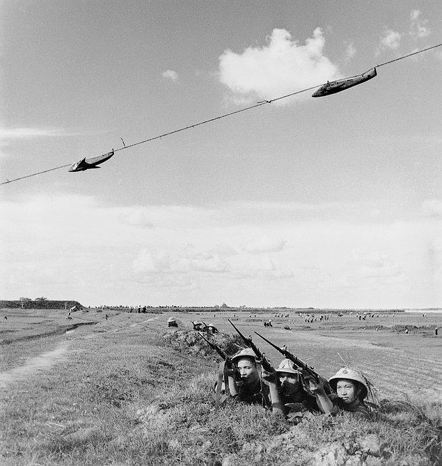 Американский самолет во вьетнамском небе. (1965г.)