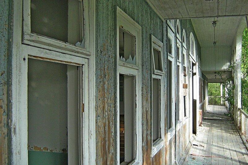 Галерея на втором этаже заброшенного дебаркадера