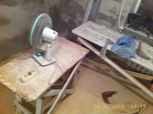 На ночь оставляем работать вентилятор для просушивания стен