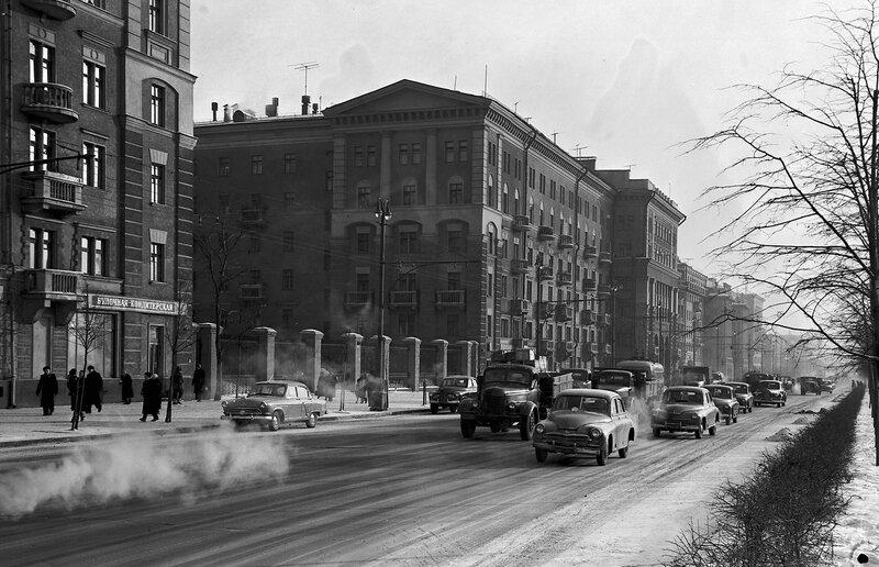 437571 Обычный морозный день на Ленинградском проспекте Н. Грановский 1958.jpg