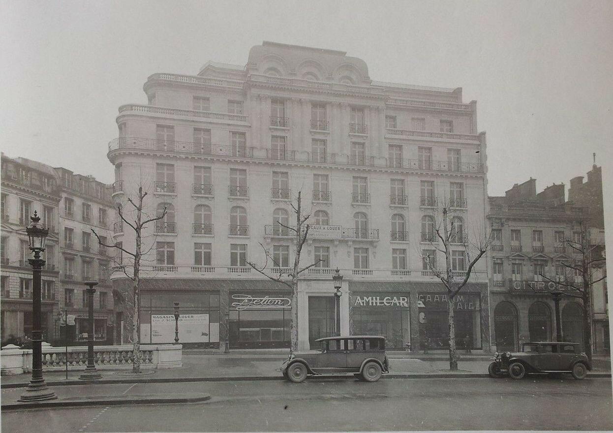 1930-е.  Елисейские поля, на углу улицы Колизей