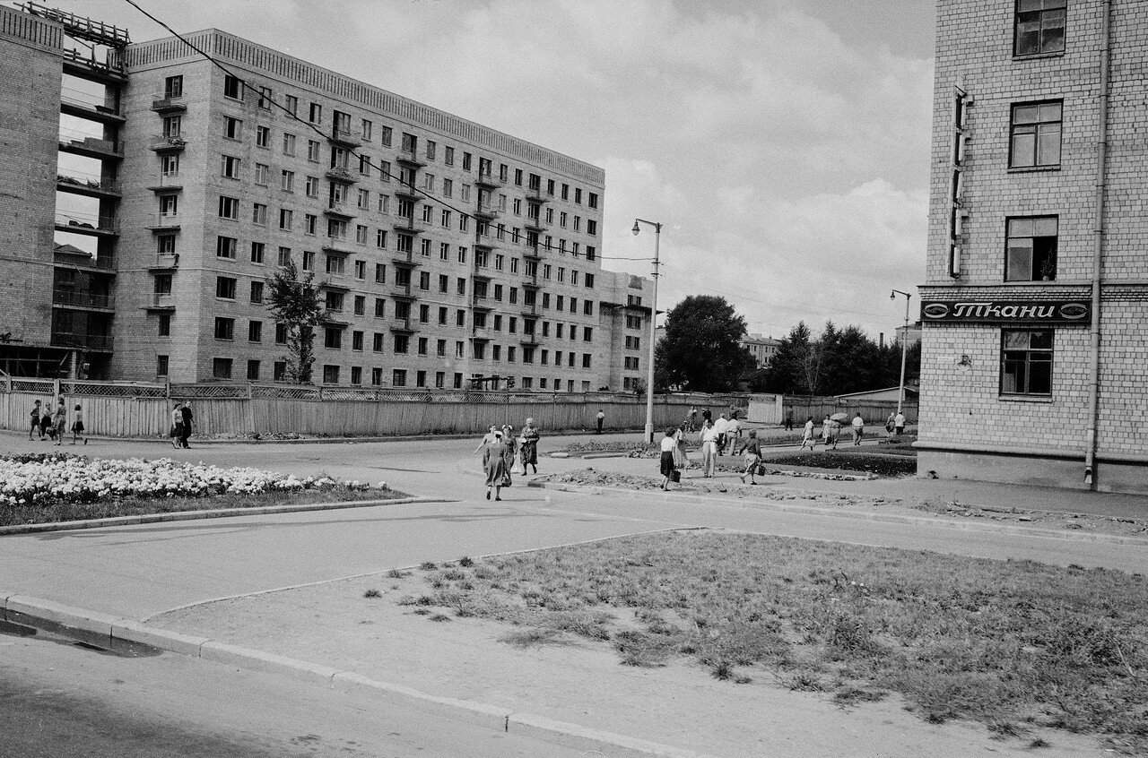 Перекресток Комсомольского проспекта и 3-й Фрунзенской улицы