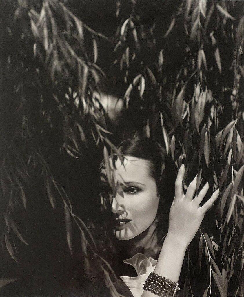 George Hoyningen-Huene, Dolores del Rio, circa 1930.jpg