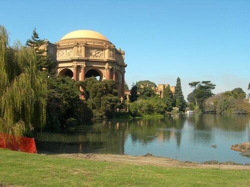 Дворец изящных искусств в Сан-Франциско.