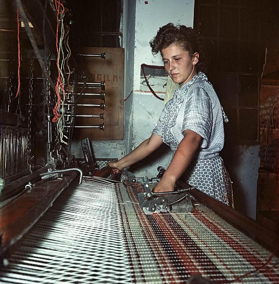 1954 На ткацкой фабрике Виктория.jpg
