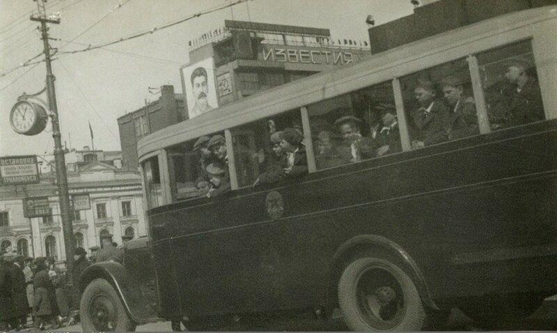 Экскурсия по Москве.1935 год.Интереснейшую поездку по Москве совершает группа детей австрийских шуцбундовцев..jpg