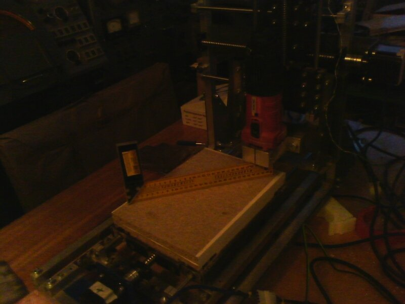 Рраптор выравнивает деревянный столик-06.jpg