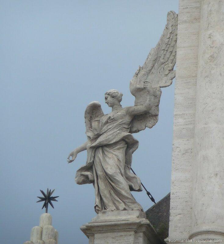 Ангел на фасаде церкви.