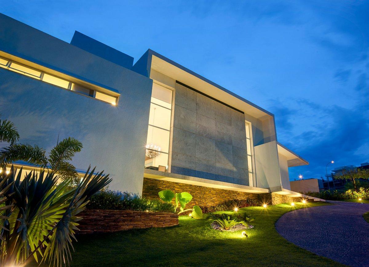Dayala + Rafael Estudio de Arquitetura, House Araguaia OM, особняк в Бразилии, подсветка частного дома фото, красивый вид из окон частного дома фото