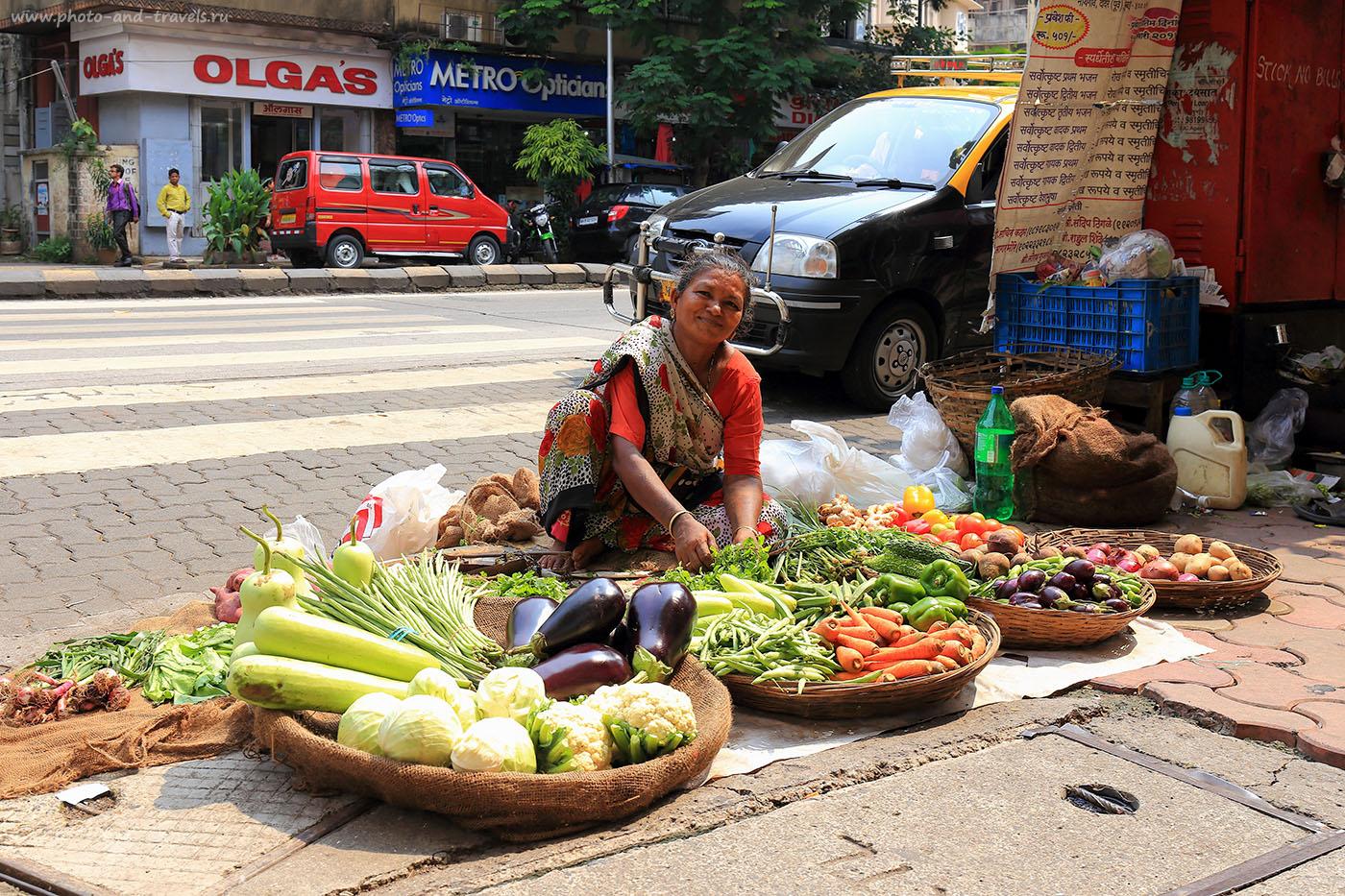 20. Торговка овощами на улице Козуэй в Мумбаи. Туры в Индию самостоятельно. (24-70,1/100, 1eV, f8, 33 mm, ISO 100)