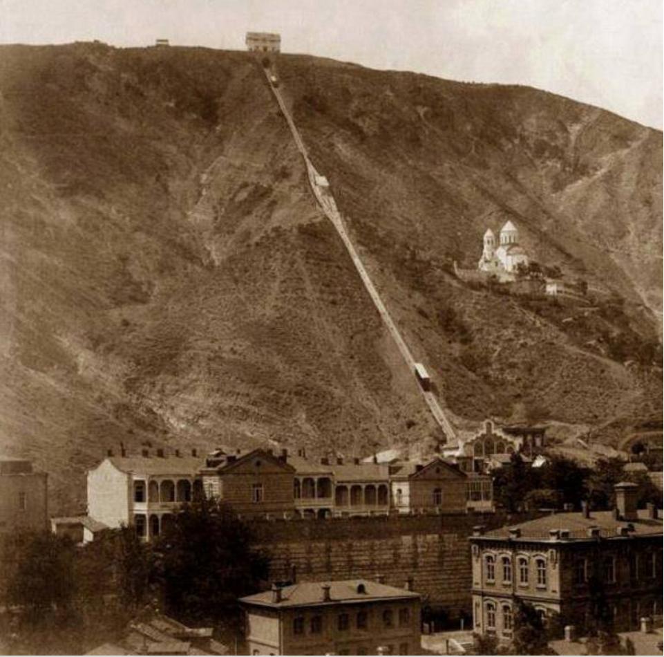 Церковь Св Давида и фуникулер в Тифлисе