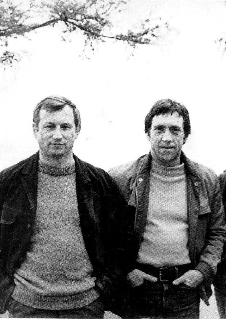 16. Леонид Васильевич Мончинский и Владимир Семенович Высоцкий на озере Байкал. Фото 14 июня 1976 года