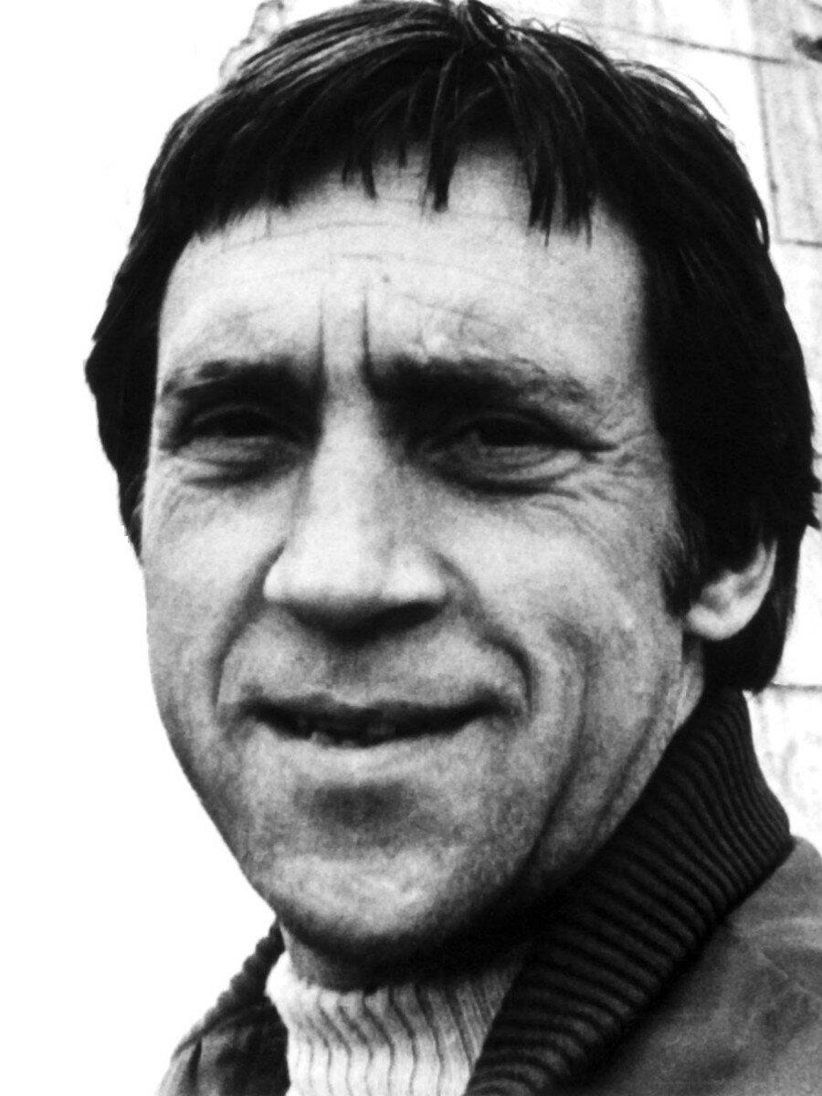 20. Владимир Высоцкий в аэропорту г.Иркутска. Фото Леонида Васильевича Мончинского, 14 июня 1976 года