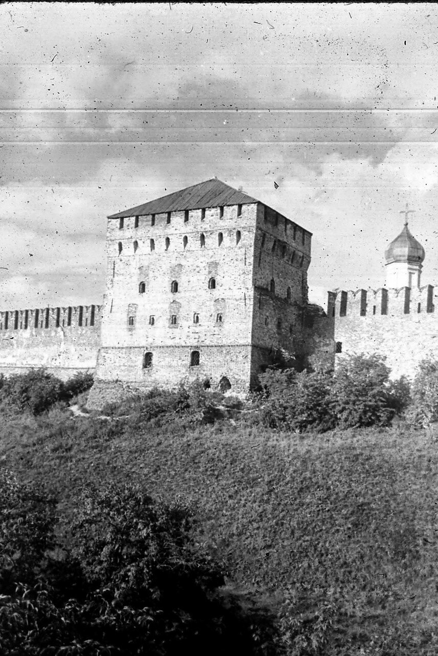 Новгород. Покровская башня