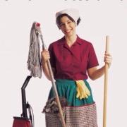 Женщина со шваброй