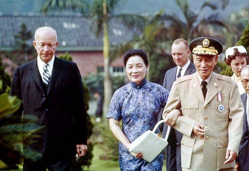1960 Eisenhower in Taipei.jpg