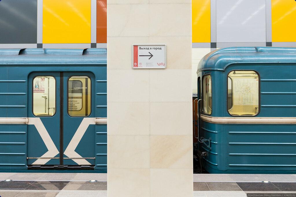 Напомню, что движение в вестибюлях одностороннее, с одной стороны станции только выход, с другой —только вход