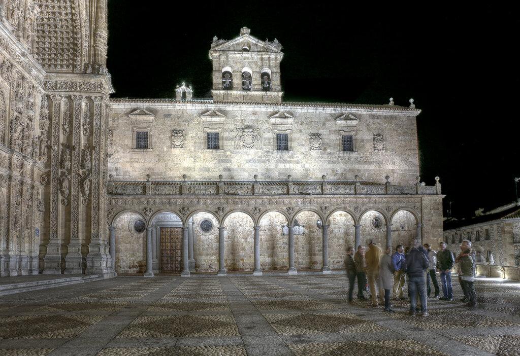 Ночная Саламанка. Монастырь Святого Стефана (Iglesia de San Esteban). HDR