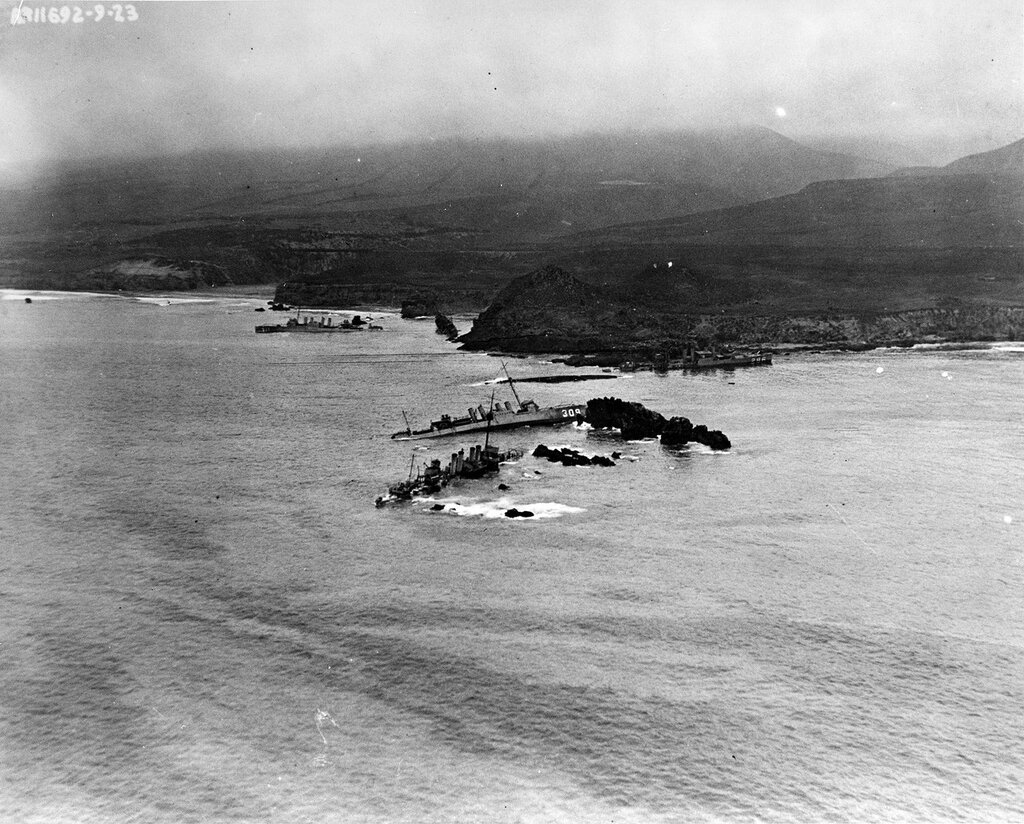 Honda Point Disaster, September 1923. Aerial view of the disaster area, showing the seven destroyers that ran aground in a fog during the night of 8 September 1923. Photographed from a plane assigned to USS Aroostook (CM-3). Ships are: USS Nicholas (DD-311), in the left center; USS S.P. Lee (DD-310), astern of Nicholas; USS Delphy (DD-261), capsized in small cove (center); USS Young (DD-312), capsized in the center of the view; USS Chauncey (DD-296), upright ahead of Young; USS Woodbury (DD-309) on the rocks in the center; and USS Fuller (DD-297), closest to the camera.