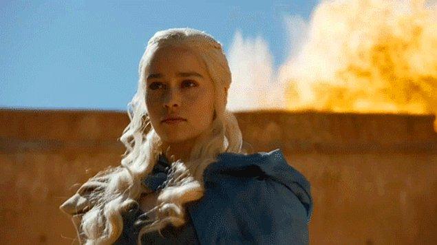 Она крепко стоит на ногах и обладает силой, чтобы разрушить все стены препятствия на пути к достижен