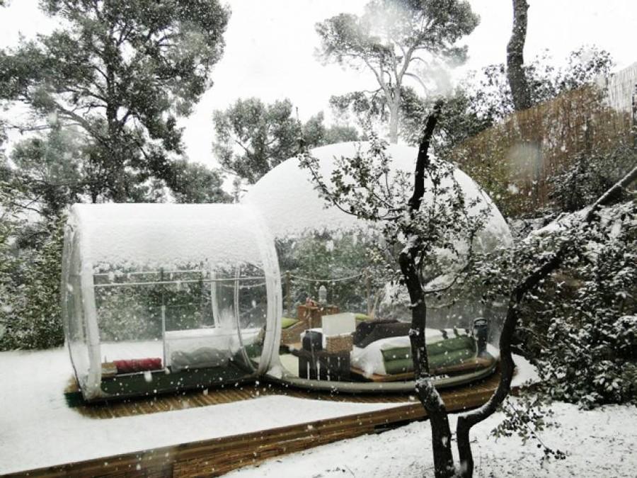 Для создания палатки был использован поливинилхлорид. Тем, кто выберет подобный «пузырь», не нужно о