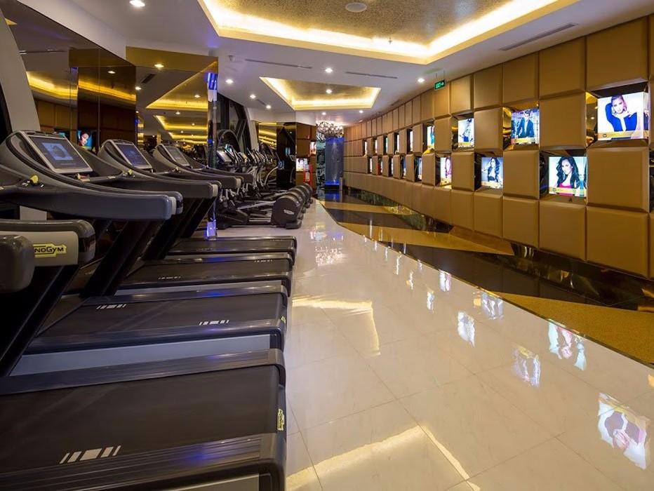 Большая часть оборудования имеет сенсорные ЖК-мониторы и встроенные фитнес-трекеры.