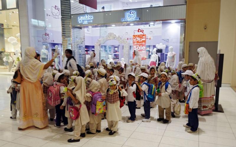 Группу детского сада повели наэкскурсию. Источник: deti.mail
