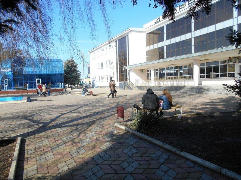 Площадь у дома ... DSCN3893.JPG