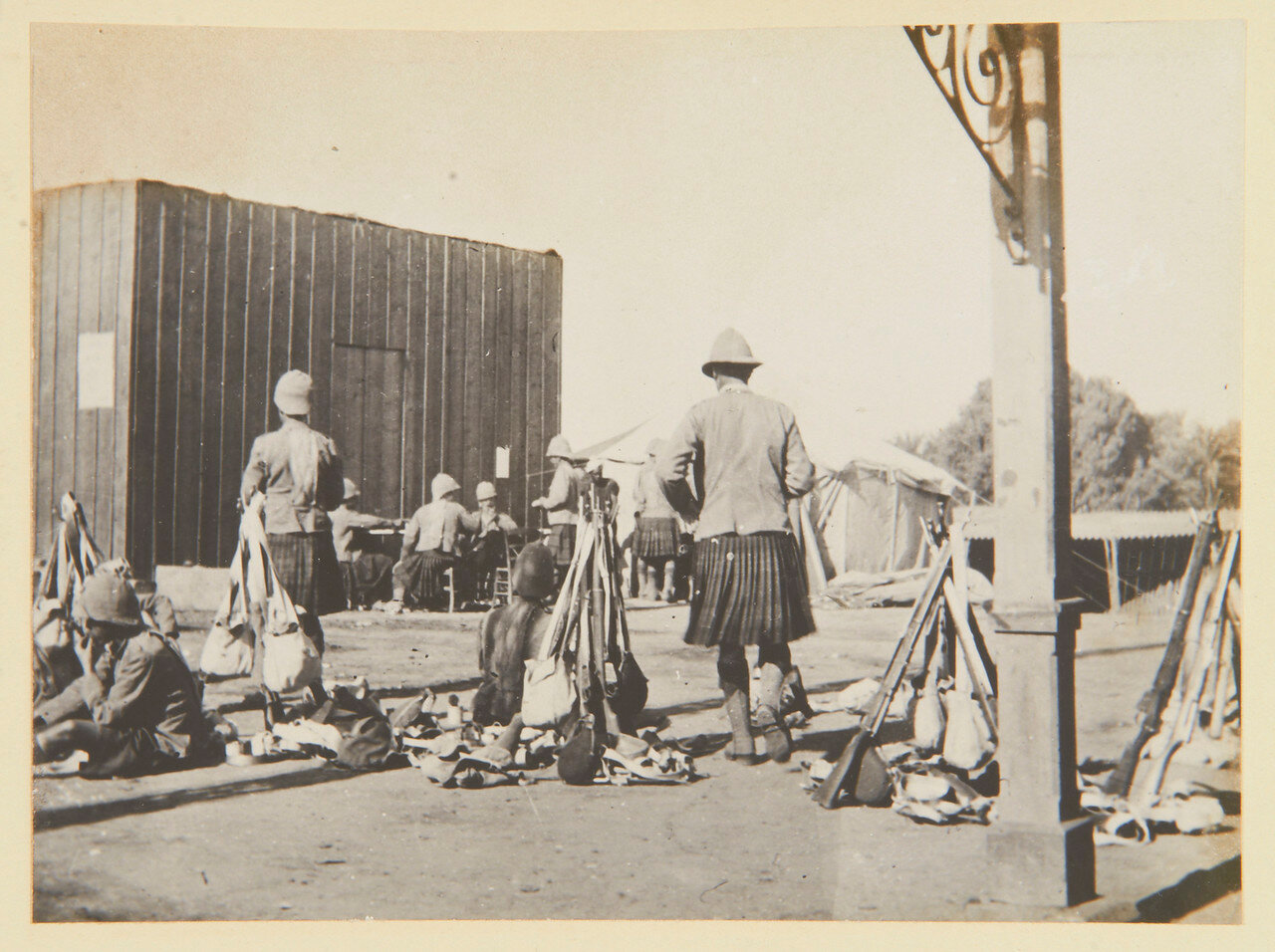 Бивуак в Луксоре.  Сентябрь 1898