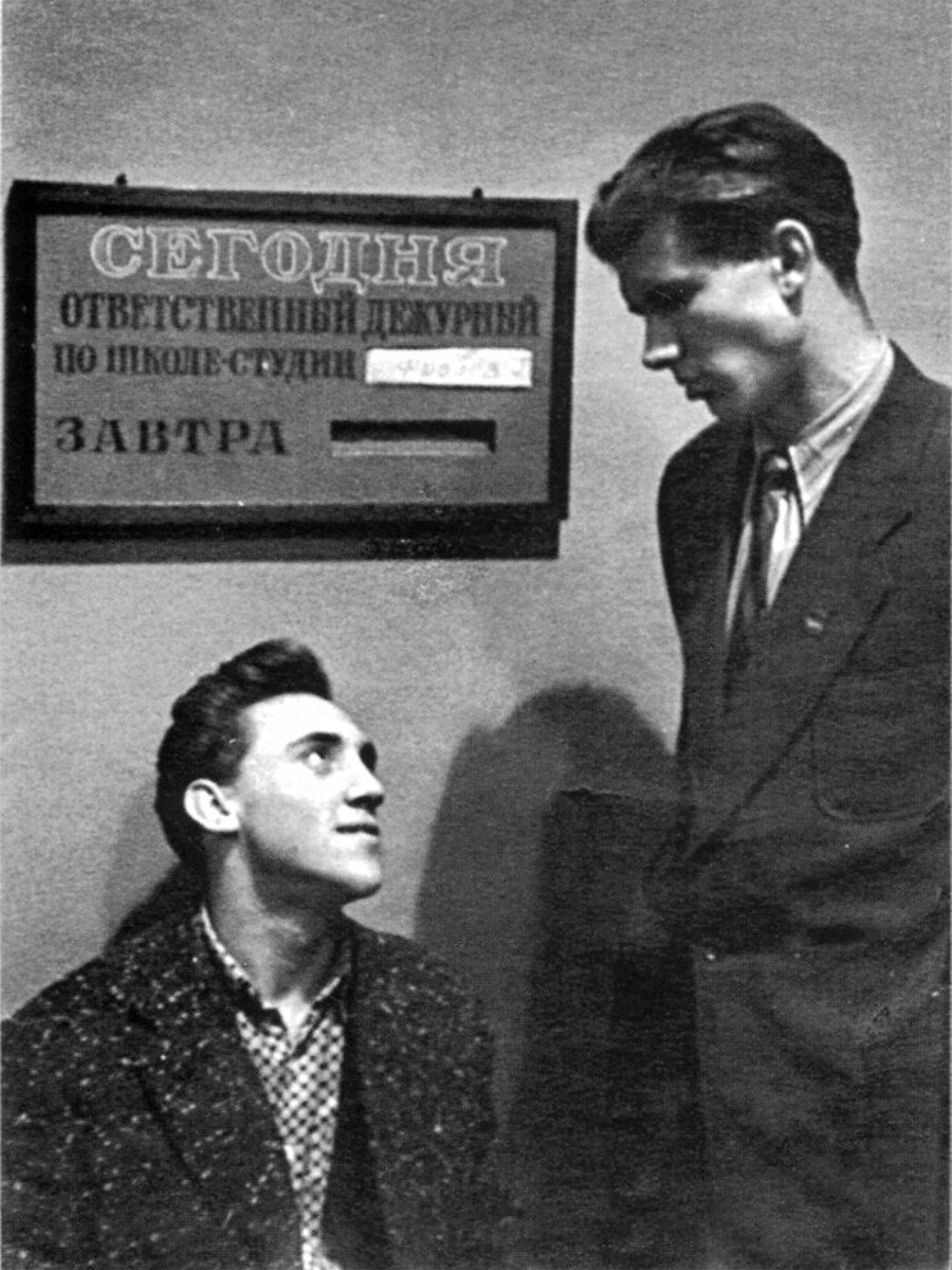 1956. Владимир Высоцкий и Геннадий Фролов в школе-студии МХАТ