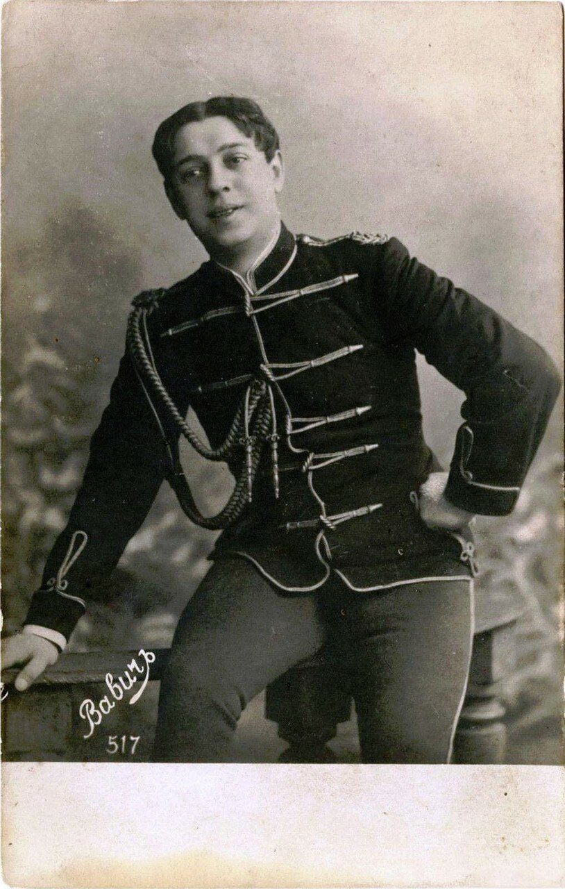 Вавич, Михаил Иванович (1881—1930) — русский артист оперетты (бас), популярный исполнитель романсов, киноактёр. В 1905—1918 годах пел в петербургских театрах «Буфф», «Палас», а также в Москве. В 1918 году эмигрировал. Жил и работал в Лос-Анджелесе.