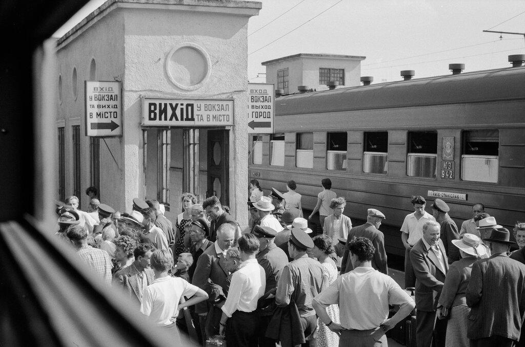 05. На перроне вокзала